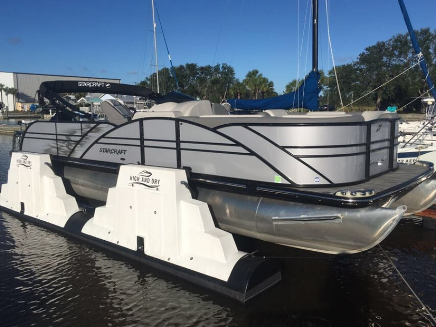 High And Dry Boatlifts lift Starcraft Tritoon at Amelia Island Marina, Florida